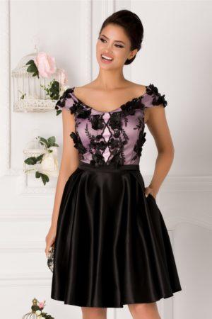 Rochie baby doll neagra din tafta cu dantela lila si aplicatii florale Amelia prevazuta cu decolteu barcuta