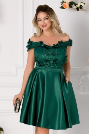 Rochie baby doll verde din tafta cu dantela si aplicatii florale Amelia prevazuta cu decolteu barcuta