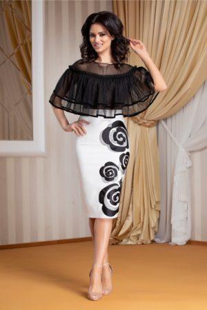 Rochie de ocazie alba midi eleganta cu volanase din tull la umeri si flori discrete la baza LaDonna