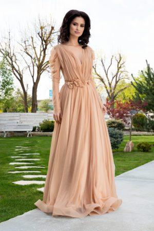 Rochie de nunta bej lunga eleganta accesorizata cu flori 3D in talie si sclipici auriu LaDonna