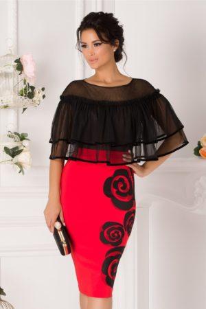 Rochie de ocazie corai midi eleganta cu volanase din tull la umeri si flori discrete la baza LaDonna