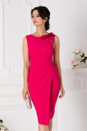 Rochie conica de ocazie roz fucsia midi eleganta accesorizata cu flori 3D si perlute discrete LaDonna