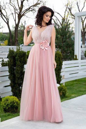 Rochie de seara lunga roz eleganta cu strass-uri si margelute discrete la decolteul in v LaDonna