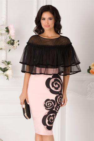 Rochie de ocazie roz pal midi eleganta cu volanase din tull la umeri si flori discrete la baza LaDonna