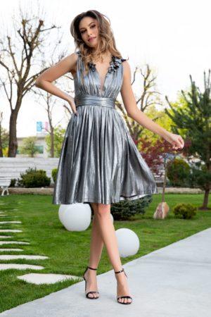 Rochie midi de ocazie eleganta gri metalizat cu decolteu in V accesorizat cu flori 3D Ladonna Brigitta