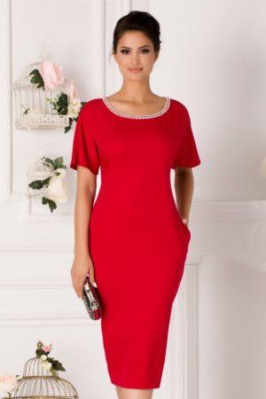 Rochie midi rosie conica accesorizata cu perlute discrete la decolteul rotund Michaela