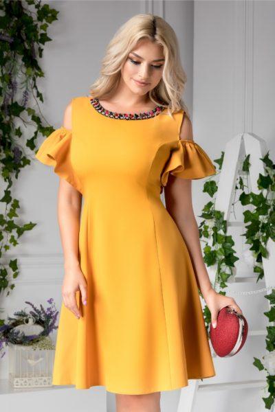 Rochie de ocazie galben mustar eleganta cu aplicatii de pietre colorate la guler si maneci decupate Preta