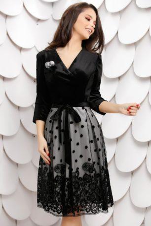 Rochie de ocazie neagra din catifea prevazuta cu brosa decorativa Katia