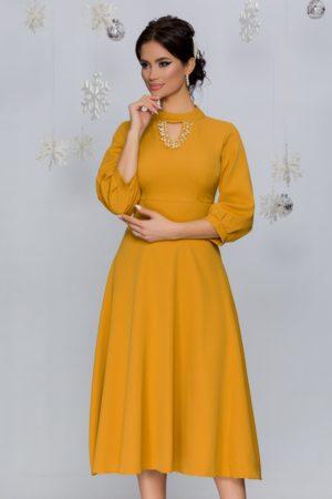 Rochie eleganta galben mustar in clos cu decolteul decorat cu perlute si strasuri Carmen