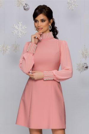 Rochie de seara scurta roz accesorizata cu perle si maneci lungi din voal Eliza