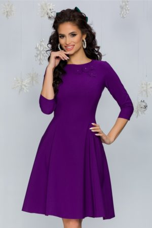 Rochie eleganta in clos cambrata violet din stofa cu insertii florale 3D LaDonna