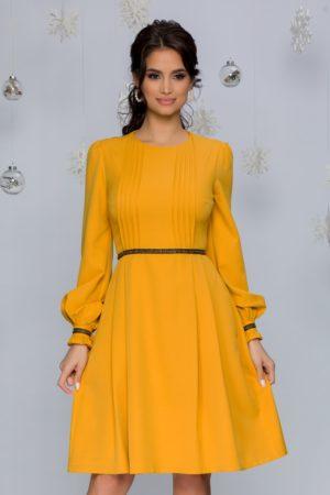 Rochie de ocazie galben mustar cu maneci lungi si largi prevazuta cu un decolteu rotund MBG