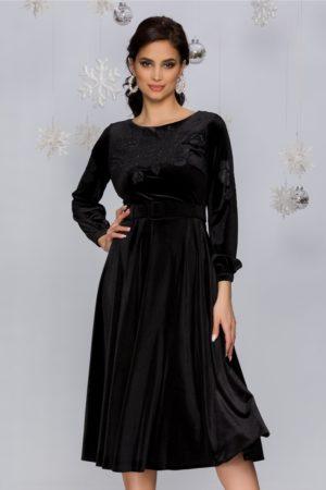 Rochie de ocazie neagra din catifea accesorizata cu trandafiri si strasuri Olimpia