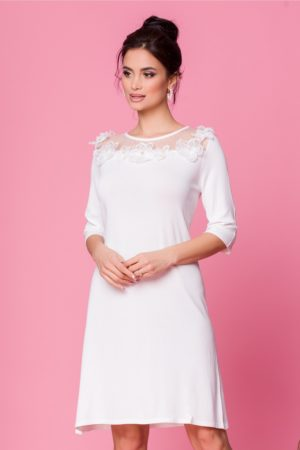 Rochie de zi alba eleganta accesorizata cu tull delicat si flori 3D la bust Sorana