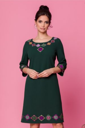 Rochie de vara verde inchis lejera cu maneci trei sferturi si broderie traditionala